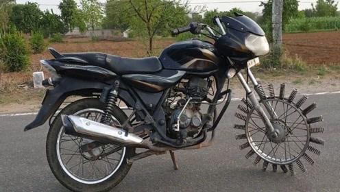 印度男子给摩托车装25根弹簧,启动的那一刻,瞬间怀疑人生