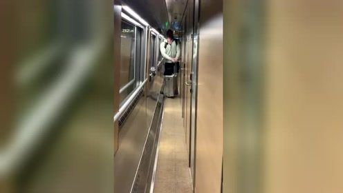 健身也有坏处,遇到这种火车,太难过了!