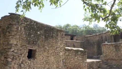 最霸气村庄!云南这村盖房子全用几亿年化石,游客大呼像穿越