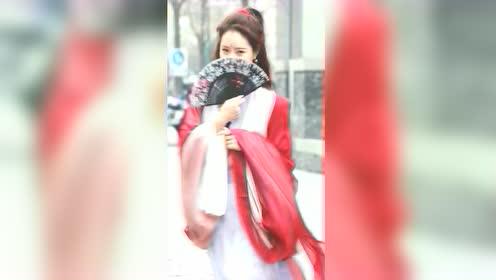 网红小姐姐每次见到我都很害羞,难道我真的挺帅的?