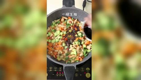 辣炒三丁:家常小炒美味下饭、百吃不腻的辣炒三丁