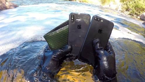 老外在水底打捞,意外收获了手机钱包?上岸后的举动太正能量了