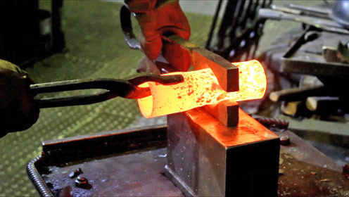 看老铁匠如何锻造火炬灯,打铁其实是件技术活!