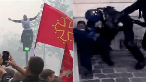 """法国消防员上街要求与警察待遇持平 被警察用水炮警棍""""追着打"""""""