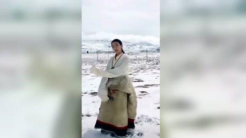 藏族小姐姐在这个季节还是冰天雪地里跳舞!真好看!