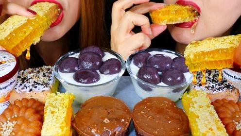 动手吃甜点:吃美味巧克力糕点
