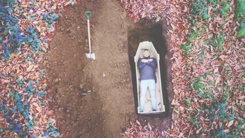 小伙作死体验被活埋,12个小时后,这个画面太喜感!