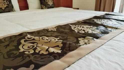 酒店床上为何要放一块布,很多人都忽略了它,现在知道还不晚