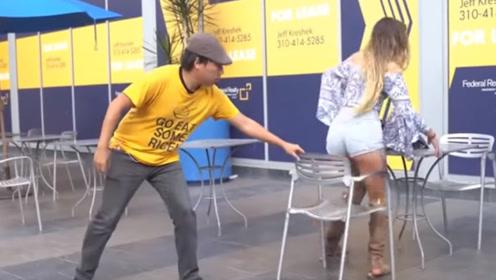 活该没有女朋友!直男故意抽走椅子,测试她们会生气吗?