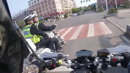 骑士日记:摩托车骑士和交警叔叔尬聊是什么体验?正规军真好!