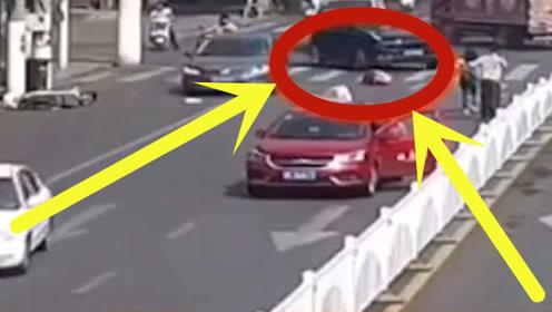 妙龄女子惨遭出租车撞倒,suv造成第二次伤害,路人上演该出手时就出手!
