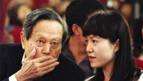 杨振宁97岁再当爹?43岁妻子被曝产子,本尊辟谣翁帆改嫁不生娃