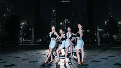 广场上来一场华丽拉丁舞《蹦七个八个蹦》,乐嗨气氛活力无限!