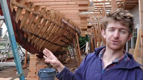 小哥手工打造一艘木头帆船,网友:看这样子是个大家伙