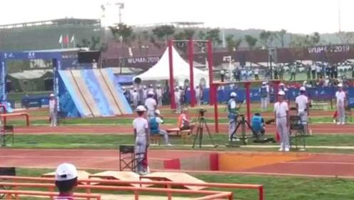 500米障碍跑中国选手夺冠,观众:像按了快进键,眼睛跟不上
