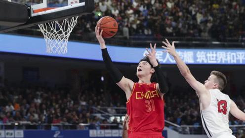 军运会中国VS美国十佳球王哲林双手暴扣命中超远压哨三分