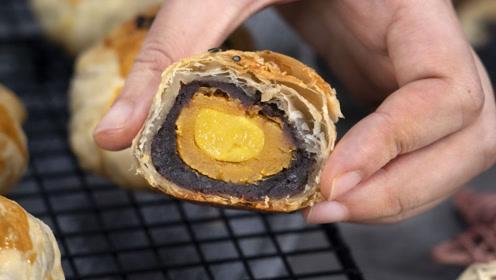 超简单的蛋黄酥做法,几分钟学会,层层酥掉渣,想吃再也不用出买