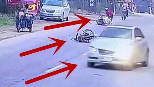 撞上两辆电动车后,小轿车司机如此反应,让人愤怒!