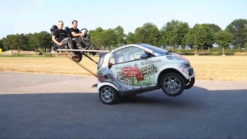 牛人突发奇想改装汽车方向盘,一脚油门下去好戏开始了!