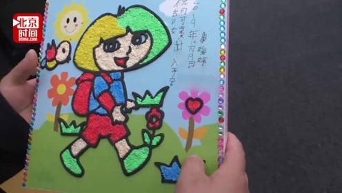 公交司机雨天借伞给小学生 孩子送画感谢:祝阿姨出入平安