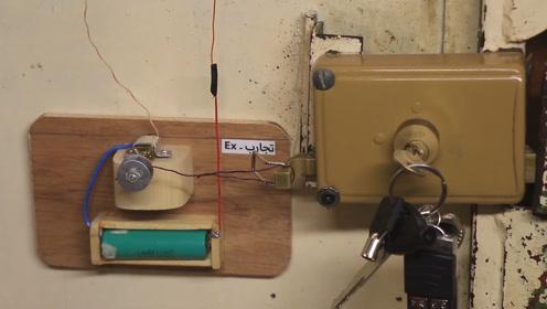科学小发明,农民自制磁力电动锁安装在门上,钥匙丢了也不用怕