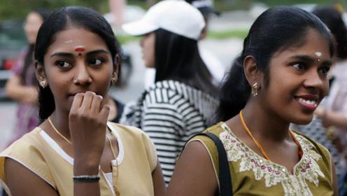 印度双胞胎千里游中国,逛街时很疑惑:怎么看不见中国的有钱人?