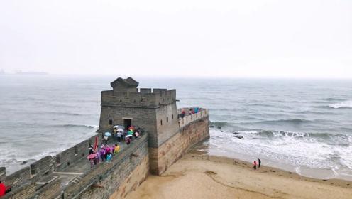 老外来到中国长城旅游,当看到长城尽头,大呼:中国人太聪明了!