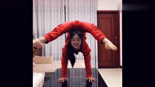 女朋友是个瑜伽教练,天天在家练倒立一字马,我真是看烦了!