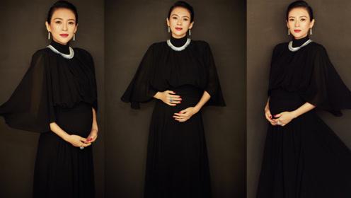 章子怡亮相东京电影节红毯 拍照手托孕肚公开怀二胎喜讯