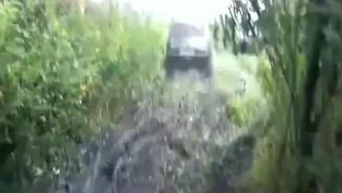 4x4山地越野赛车,泥浆地进行越野测试,爆发力惊人!