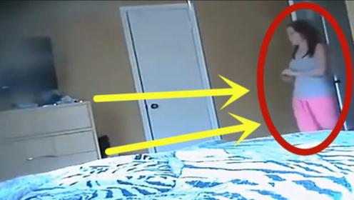 女儿在家翻箱倒柜,卧室偷玩母亲的玩具,查看监控家人崩溃了!