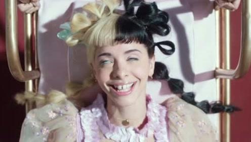 牙缝妹梅兰妮·马丁内兹新单《Nurses Office》MV首播