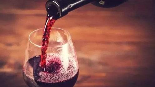睡前喝红酒能睡得更好吗?专家解释,会影响睡眠质量