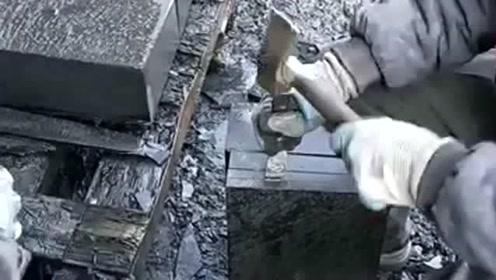 师傅用锤子分割石头,这石头真听话,让它在哪里裂就在哪裂!
