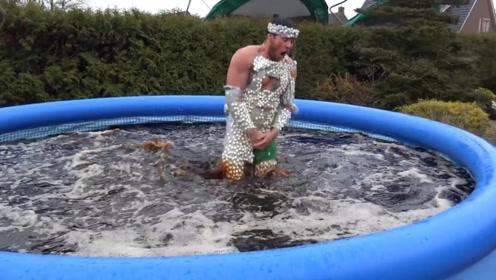 全身沾满曼妥思,跳进可乐泳池中会发生啥?1分钟后肠子都悔青了