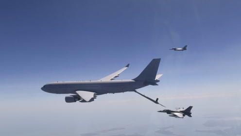 美国轰炸机飞临俄边境,还模拟轰炸?俄专家:以牙还牙怼回去