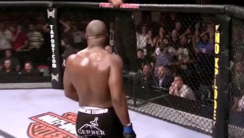 黑人小伙一个膝击当场KO对方,这一击太猛了