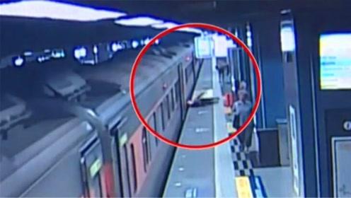 列车进站车门全开5秒后突然启动!4名乘客下车时跌伤
