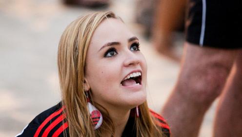 德国姑娘第一次来中国,不明白中国人一个奇怪举动!为啥急于排队?