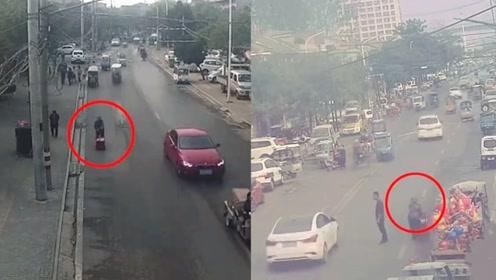 温暖!实拍:安徽七旬迷路老人街头狂走7小时 民警辗转助其回家