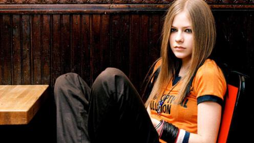 艾薇儿16岁就火遍全球的叛逆少女,首首都耳熟能详,你还记得哪些