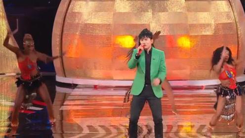 张杰穿绿西装边唱边跳,与五国美女尬舞热情洋溢