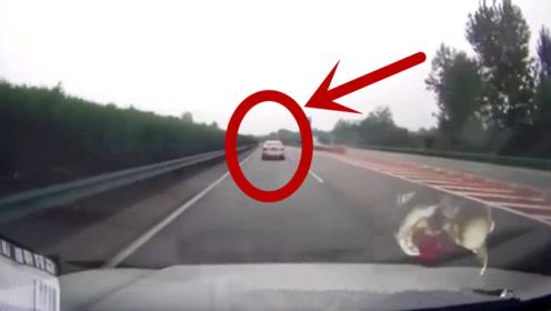 前车被后车撞,视频车在中间却倒了霉,记录仪拍下事故全程