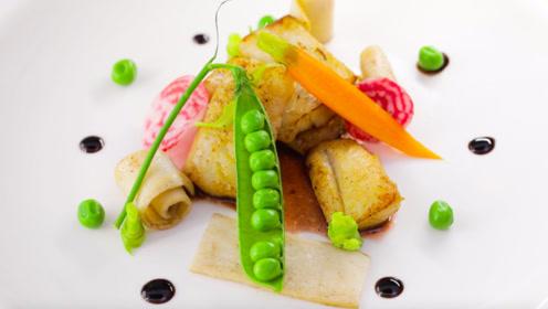 含有丰富的DHA的香煎狭鳕时蔬佐红酒,满满高级感的营养美食