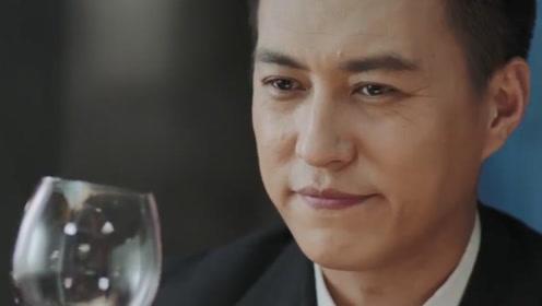 贺涵子君一起吃鱼,小资情调还要配酒,看着让人感觉腻歪!