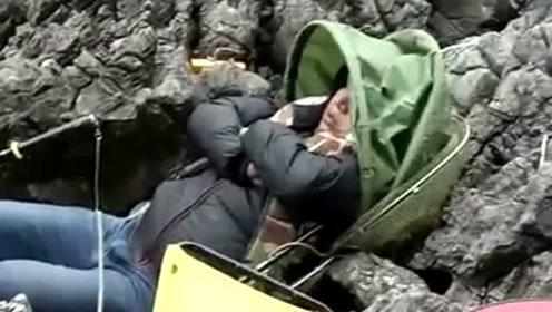 这么好的钓位居然还能睡着,哥们你这是多困,大鱼都快跑了!