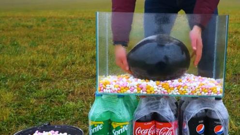 在曼妥思中戳破装满可乐的气球,会发生什么?一起来见识一下