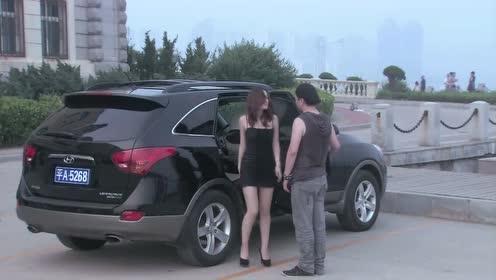 温柔的谎言:换好衣服,杨桃敲响了车窗,走了下来
