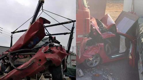 广东中山发生连环车祸,5车碰撞致2人受伤,一轿车被挤成肉饼