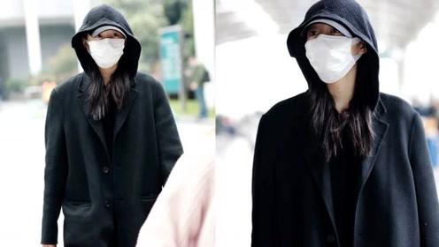 关晓彤被曝与鹿晗游日本后现身机场 大方对镜头挥手